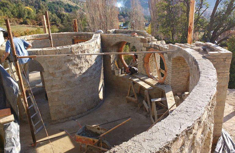 Estructuras en adobe: técnicas para la construcción de paredes de tierra